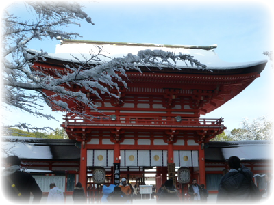 s_P1030145.png,Shimogamo Jinja Shrine on a snowy day